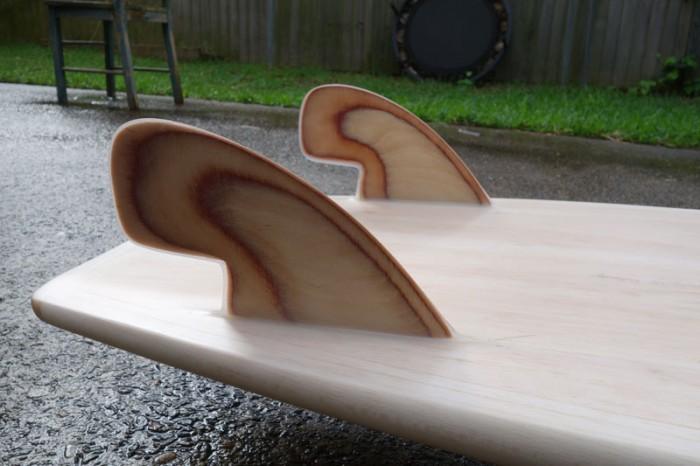 Balsa Simmons-style surfboard, fin detail